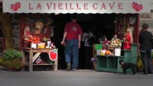 Boutique La Vieille Cave, Façade.